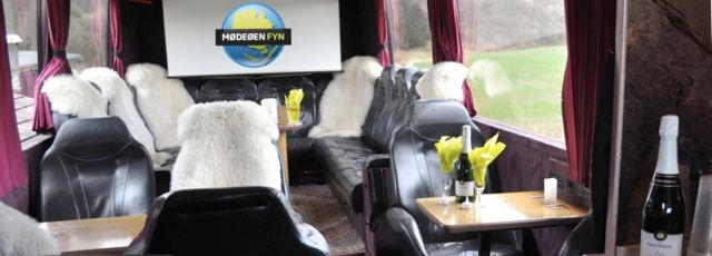 interiør af bussen, klar til møder eller party