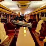 christian indenfor i ny partybus klar til fest på fyn